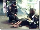 Обутый полицейским бомж снова стал босым
