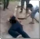 """В Сирии мальчик-""""оппозиционер"""" отрубил голову заложнику. Видео"""