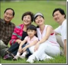 Китайцев обязали навещать престарелых родителей