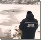 Подростки не смогли спасти друга, провалившегося под лед. Видео