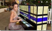 Известная пианистка сыграла на фортепиано из сотни планшетов Samsung