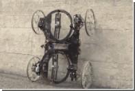 Инженеры создали способного въезжать на стены робота