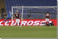 Итальянский футболист после гола глотнул пива из стакана болельщика
