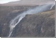 Шотландский водопад стал течь снизу вверх