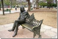 СМИ рассказали о работе хранительницы очков статуи Джона Леннона на Кубе