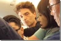 Поп-певец Ричард Маркс заломал руку дебоширу на авиарейсе в Сеул